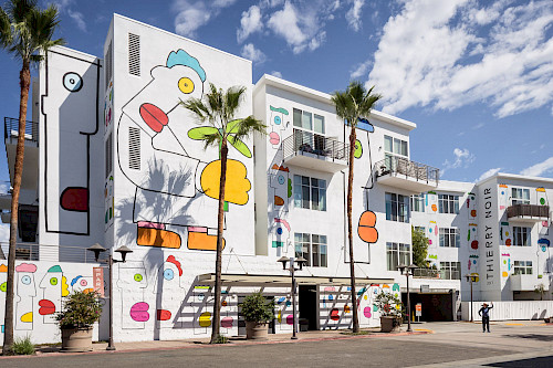 Freedom Boulevard: Giant Mural Unveiled in Los Angeles by Berlin Wall Artist Thierry Noir